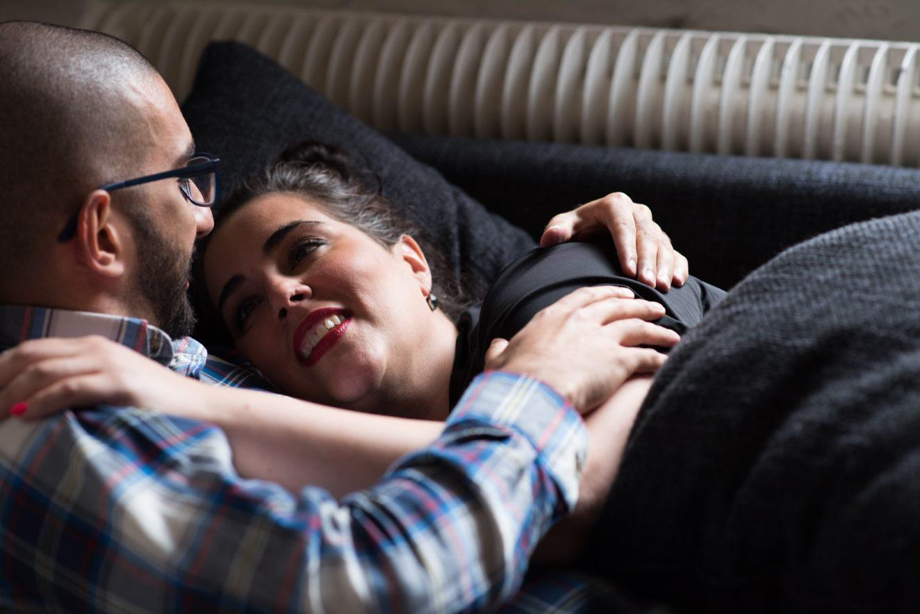 HIV postive people can live a normal life. In the photo two people are laying down in each others arms and looking each other lovingly.